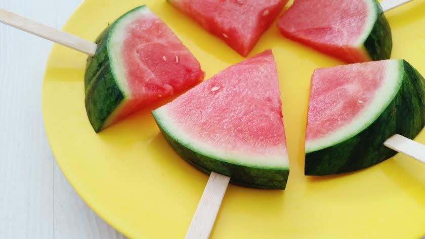 watermeloen op een stokje