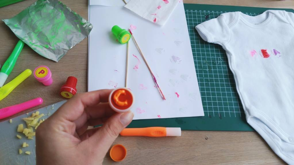 diy stempelen letters op textiel