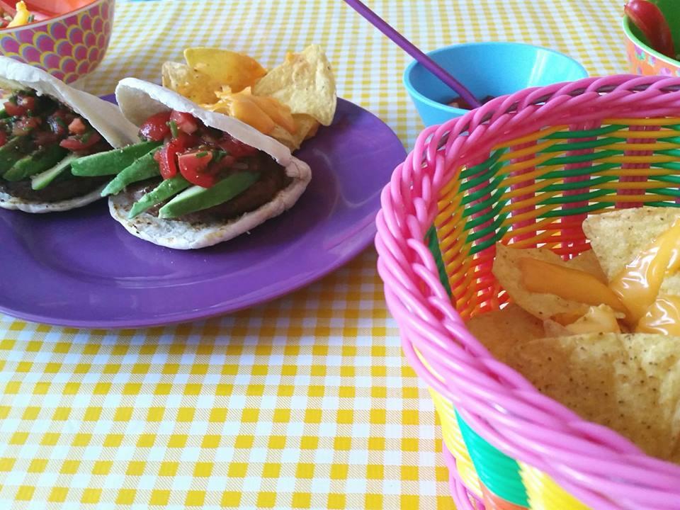 mexicaanse pitaburgers en nachos
