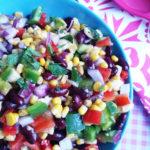 Kleurrijke Salade met Kidneybonen, Maïs, Paprika en Banaan