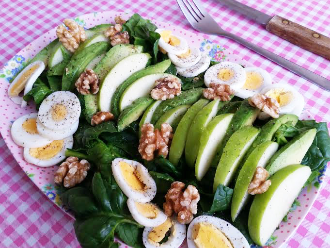 spinazie-salade-appel-avocado-ei