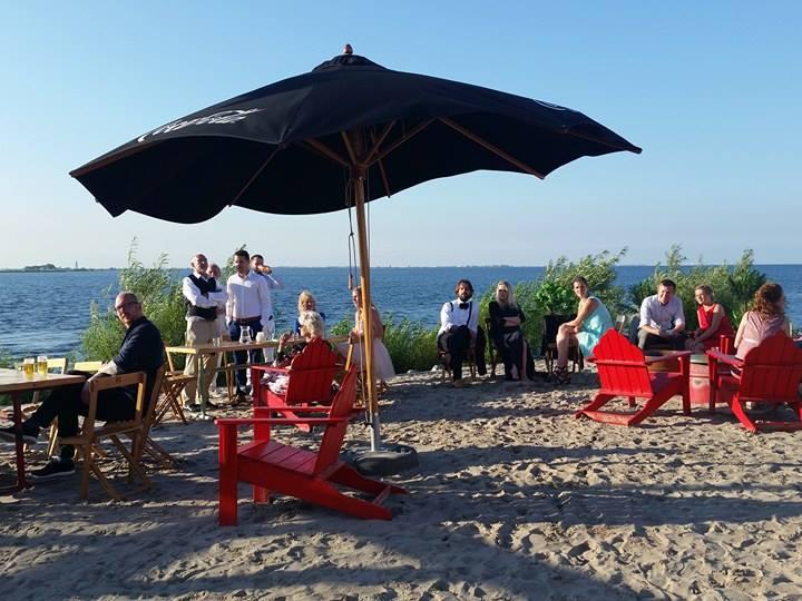 bruiloft blijburg strand