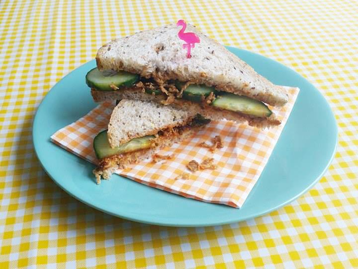 indische-sandwich-pindakaas-sambal-badjak