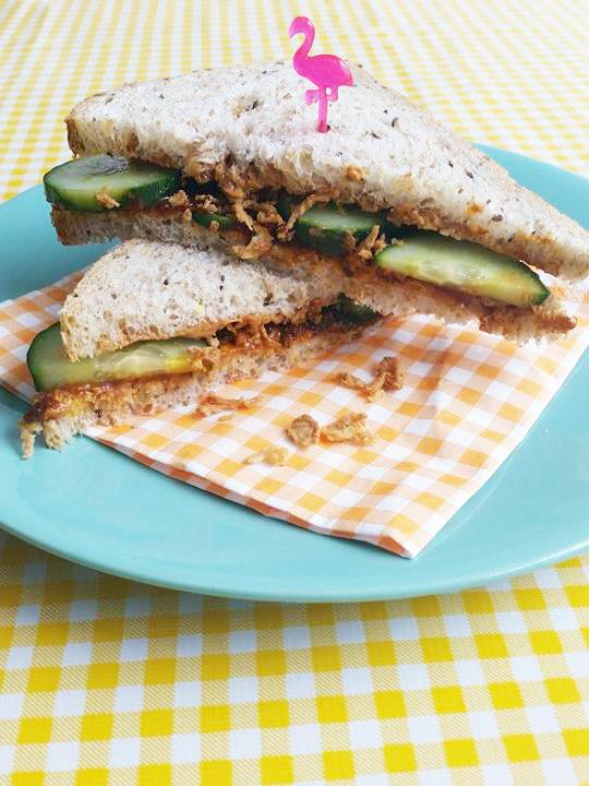 indische-sandwich-sambal-badjak-pindakaas