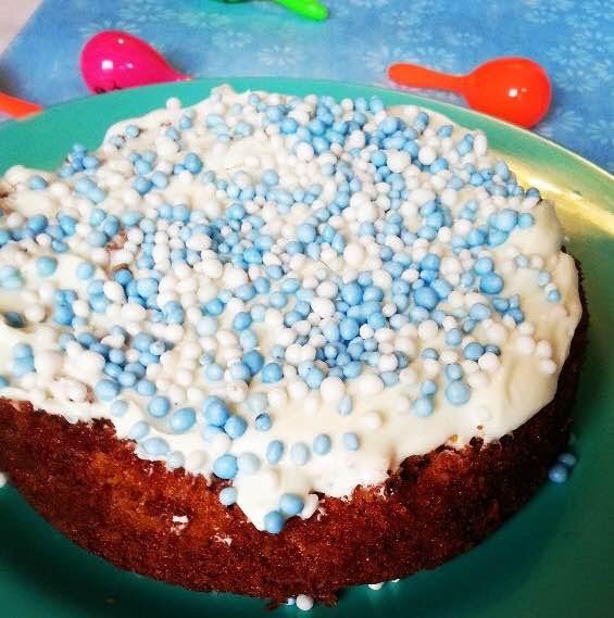 babyshower carrot cake blue