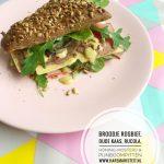 Broodje met Rosbief, Oude Kaas, Rucola, Honing-Mosterd & Pijnboompitten