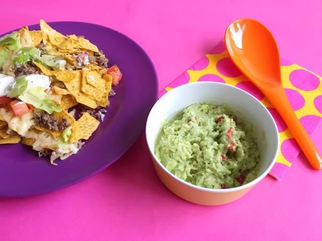 nacho's met gehakt, ijsbergsla en crème fraîche