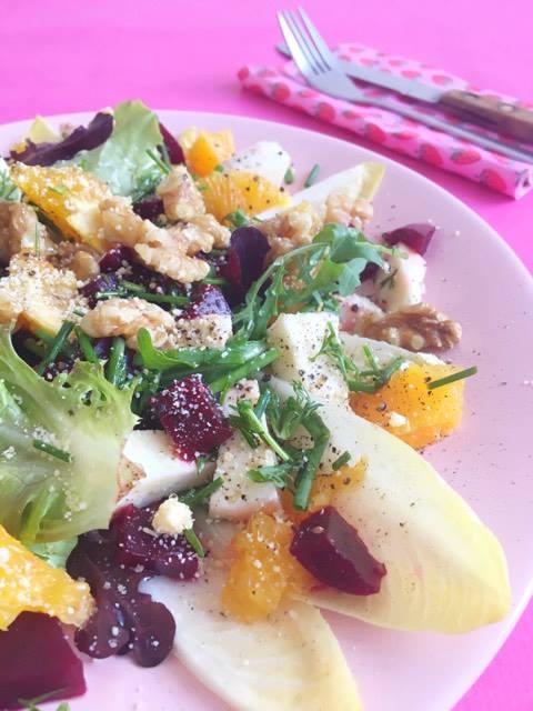 witlofsalade met bietjes, sinaasappel en walnoten
