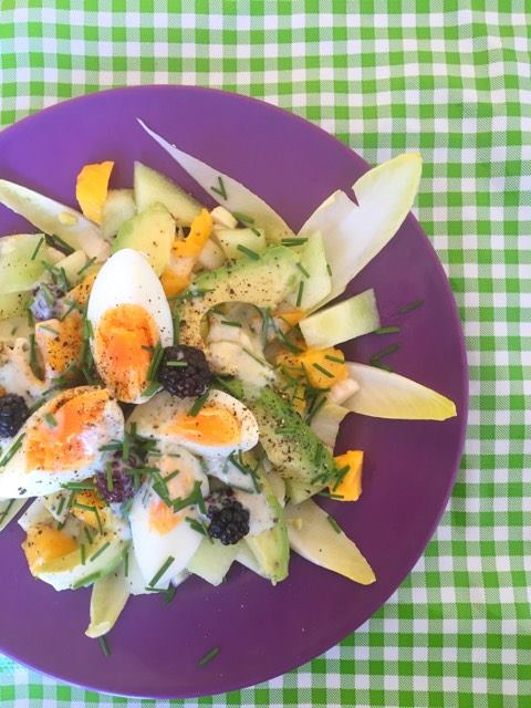 witlofsalade avocado ei zomerfruit