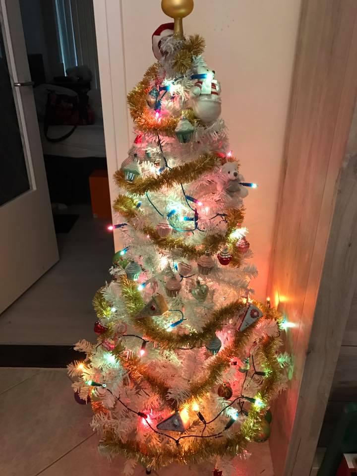 witte kerstboom poedels
