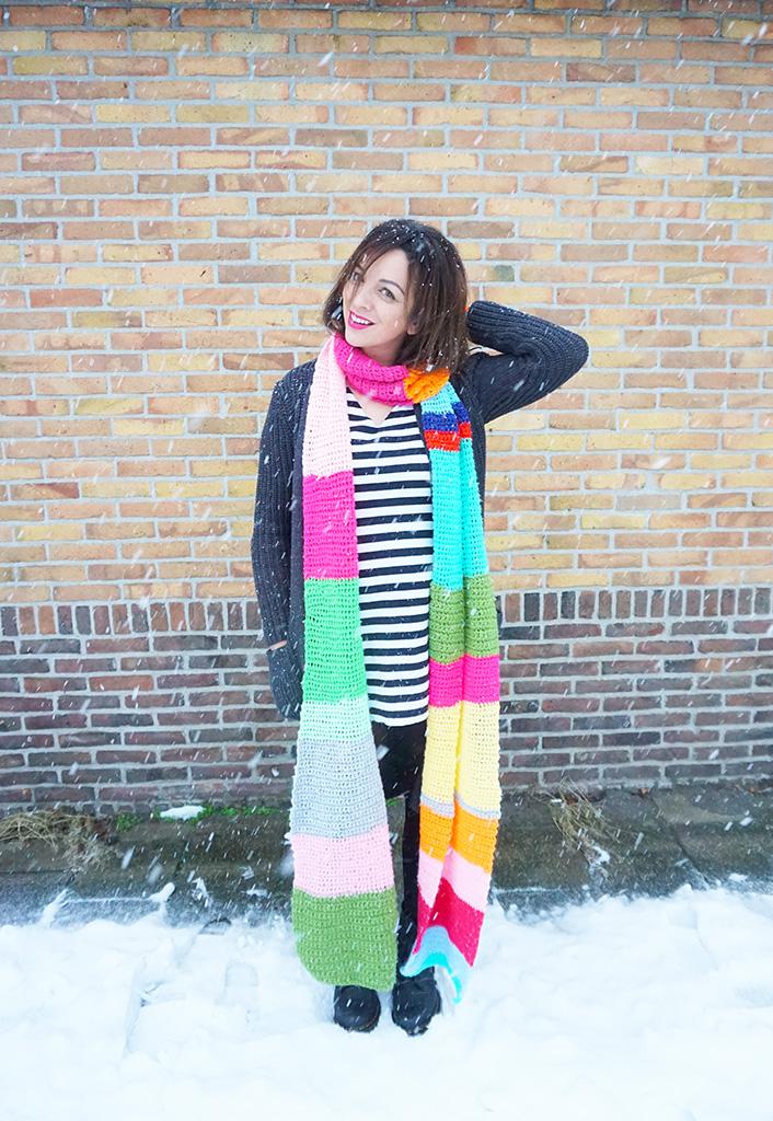 gekleurde gehaakte sjaal