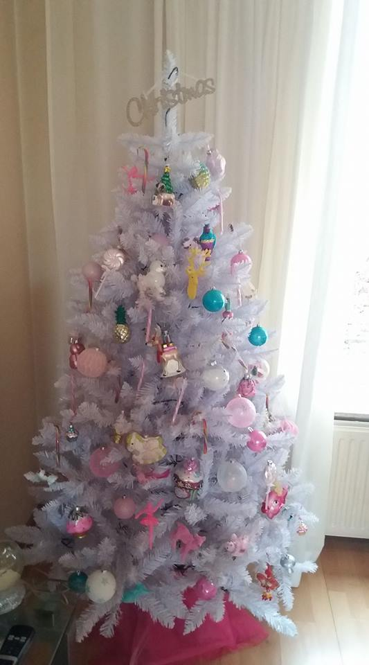 witte kerstboom pastel decoraties