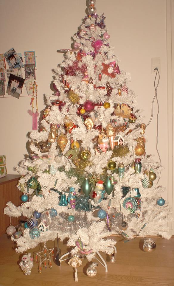 witte kerstboom regenboogkleuren